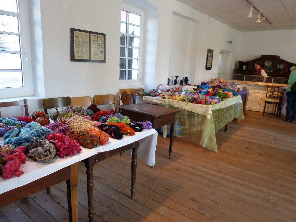 Das im Museum aufgebaute Woll- und Garnbuffet
